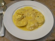 Ravioli with lemon sauce