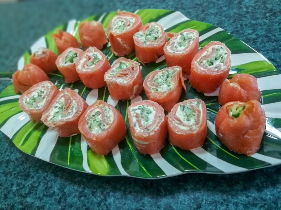 Smoked salmon pinwheel roll