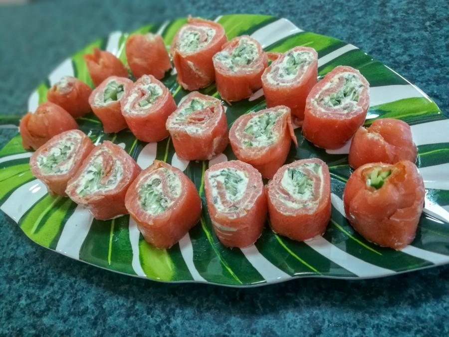 Smoked salmon pinwheelroll